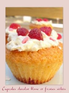 cupcakes choco blanc et fraises séchées1BIS