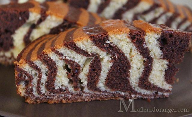 Cette photo du gâteau est prise le lendemain, on voit que la découpe est plus nette et le gâteau et plus bon !