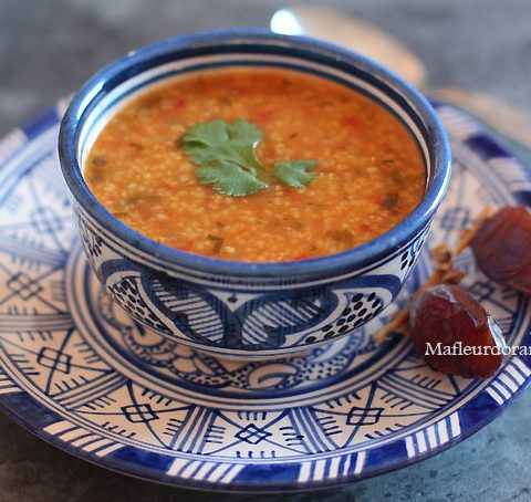H'soua : soupe de semoule d'orge et tomate (recette végétarienne)