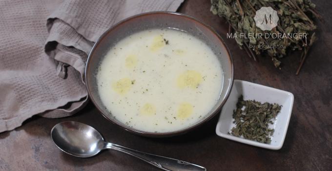 Soupe au yaourt et menthe séchée